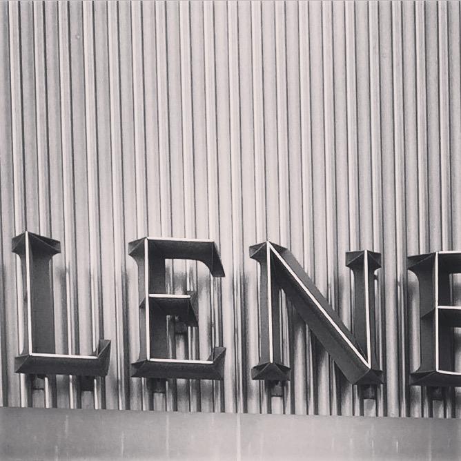 Lenbachhaus Schrift schwarz weiß