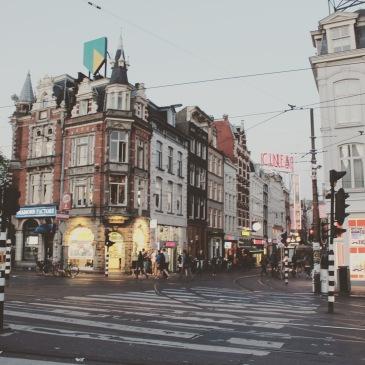 Amsterdam - Die fünf Highlights unseres Trips in die niederländische Hauptstadt. Nicht nur die obligatorische Grachten-Fahrt und Pommes essen gehörten dazu