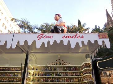 give smiles catalan caganer