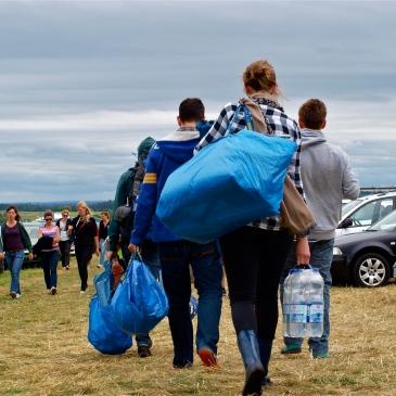 die blaue IKEA-Tasche hilft immer weiter; Southside; Festival